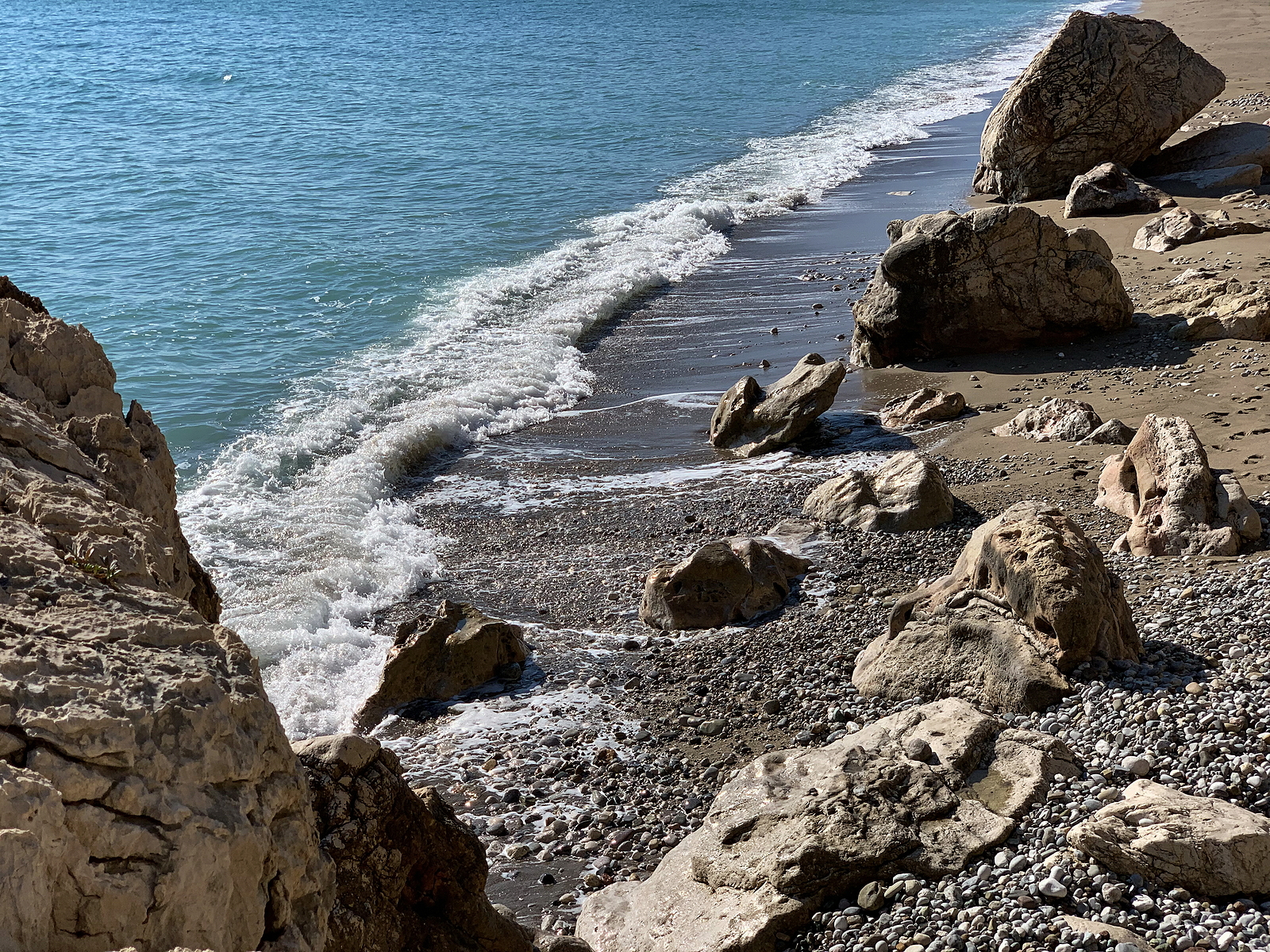 The-Sea-Washes-different-size-rocks-to-shore-like-variable-business-expenses-myrick-cpa-dc
